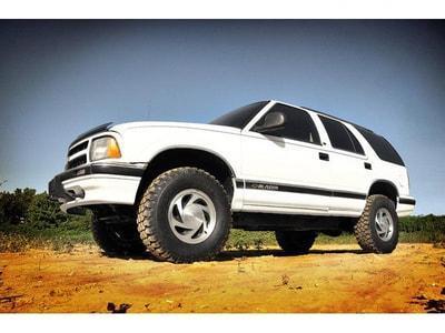 rough country 24230 1999 chevrolet blazer suspension lift kit rough country 2 5 inch chevy s 10 blazer gmc s 15 jimmy